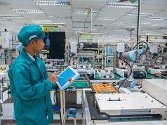 Employee working with Universal Robots
