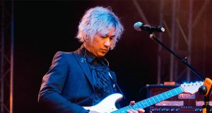 Ely Buendia with guitar