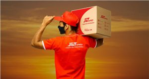 J&T Express courier man