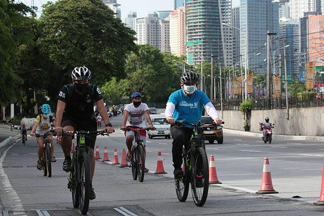 Cyclists along EDSA