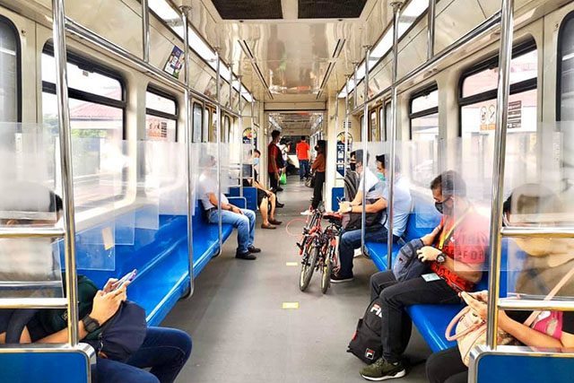 LRT-1 passengers