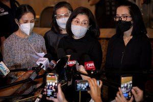 'Mission accomplished ka': Aquino sisters, relatives bid final farewell to ex-PNoy