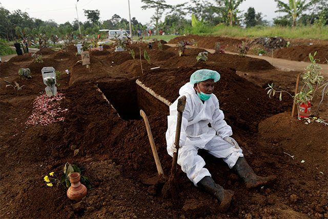 Gravedigger in PPE