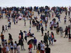 Dolomite beach crowd
