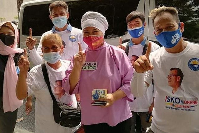 Samira Gutoc with supporters