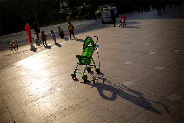 China redacta una ley para castigar a los padres por el mal comportamiento de sus hijos